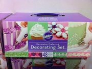 Wilton Decorating Set